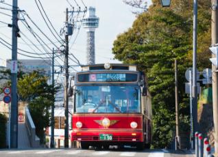 写真:横浜観光スポット周遊バス あかいくつ