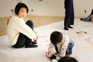 親が深呼吸できるイベント 3歳までの「紙あそび・お絵かきあそび」