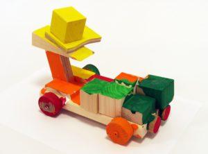 サムネイル画像:ハマキッズ・アートクラブ「スーパーカーをつくろう」